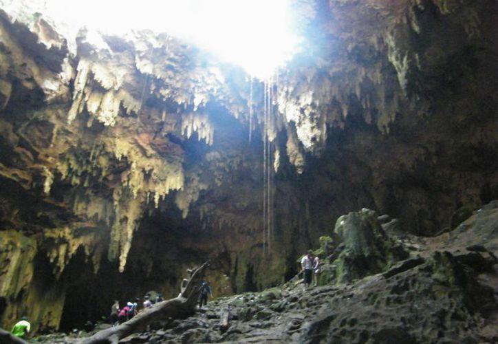 Las enormes grutas despiertan el espíritu aventurero. (Jaime Tetzpa/SIPSE)