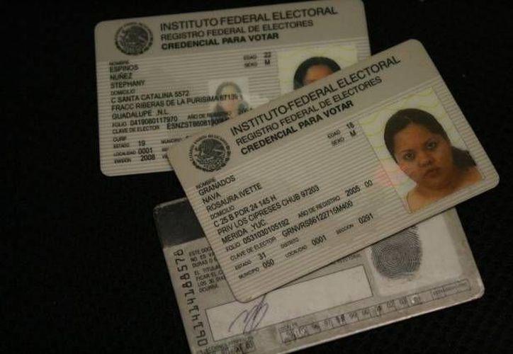 La credencial de elector es una de las identificaciones más solicitadas. (Archivo/SIPSE)