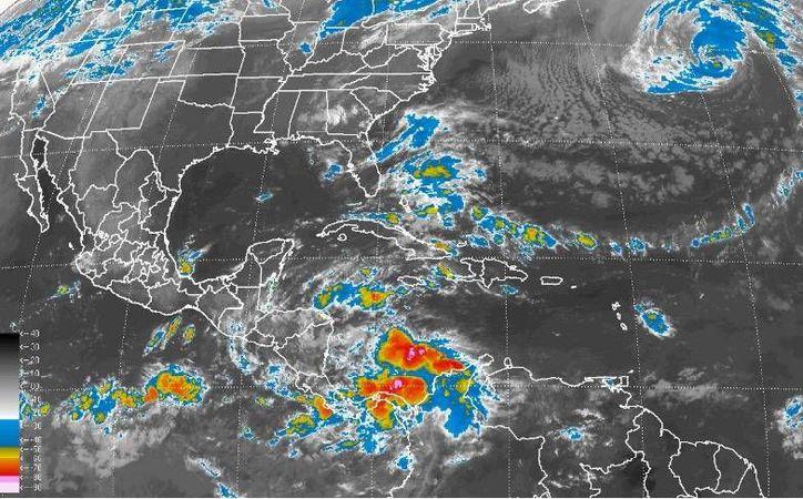 Se mantendrán dos canales de baja presión, uno extendido sobre el noroeste y occidente del país. (Conagua)