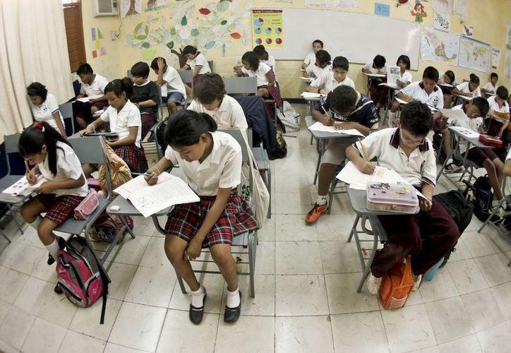 La beca representa un apoyo económico para los educandos de escasos recursos. (Cortesía/SIPSE)
