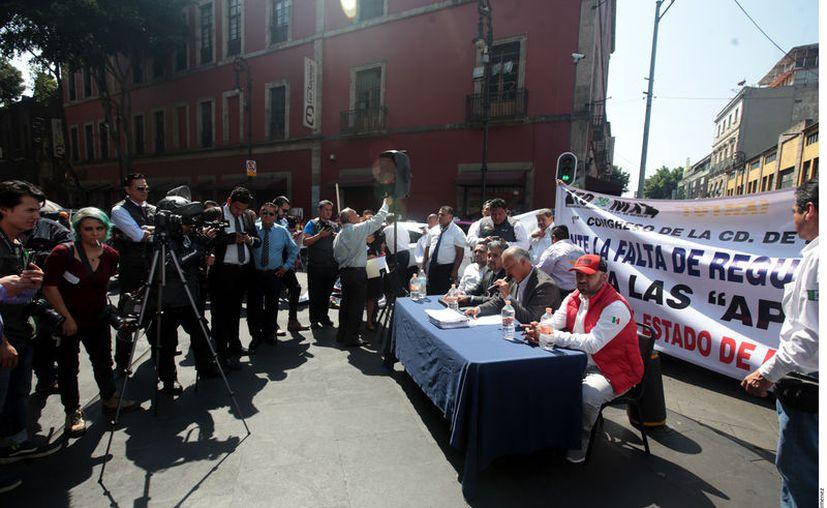 A principios de mes, el Movimiento Nacional Taxista, delegación Ciudad de México se manifestó a fuera de la cámara de diputados de la CDMX. (Agencia Reforma)