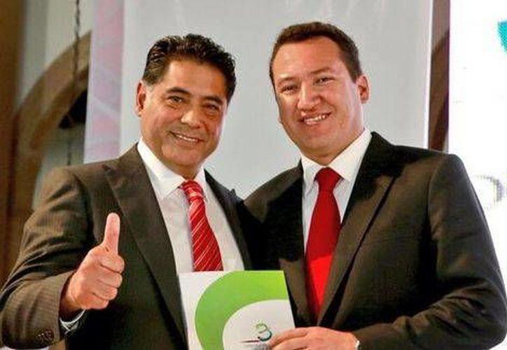 El exalcalde Adán Soria Ramírez (d) con el gobernador Jorge Herrera Caldera. (Twitter del ex alcalde @Adan_Soria/Foto tomada de Milenio)