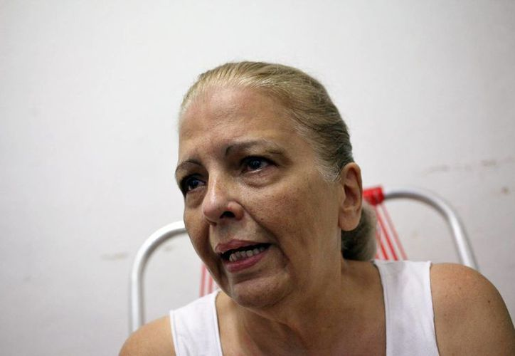 La opositora y expresa política Marta Beatriz Roque habla con la prensa en La Habana, Cuba. (EFE)