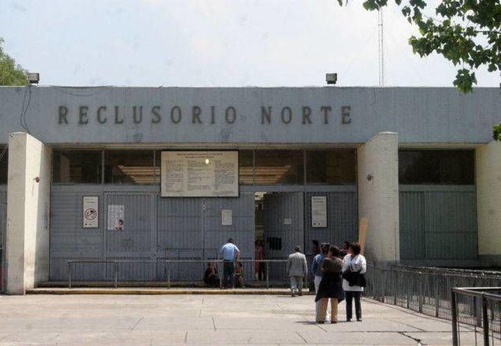 Tres internos del DF han logrado obtener un título de educación superior gracias a un programa coordinado con el Sistema Penitenciario capitalino. (agu.df.gob.mx)