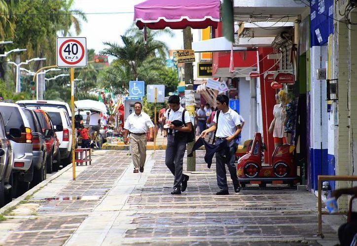 Alegan panistas que la zona comercial de Chetumal debe ser impactada de manera integral, pues el mejoramiento de imagen urbana, que es importante, no será determinante para un mayor dinamismo. (Harold Alcocer/SIPSE)