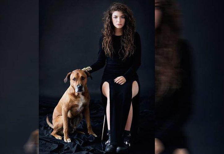 Según la lista de Billboard, detrás de Lorde, intérprete de Royals, se encuentran 5 Seconds of Summer y Justin Bieber. (Facebook/Lorde)