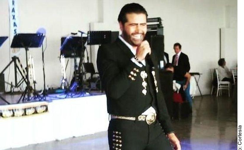 El imitador de Alejandro Fernández, Hugo Emmanuel Mercado López, sostiene que no hay confusión en el público cuando lo contratan para un show. (Agencia Reforma)