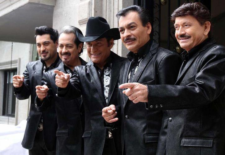 Mientras llega la fecha del homenaje a Los Tigres del Norte, la banda continuará con su gira promocional. (Notimex)