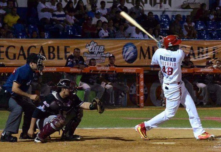 Olmo Rosario, de los Yaquis de Ciudad Obregón, dio el triunfo a la Selección Norte, en duelo que terminó con marcador de 4-3. (Foto tomada de Al bat.com)