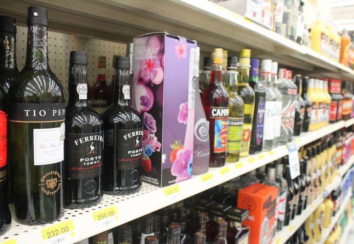 Las bebidas alcohólicas son por su naturaleza un depresor del sistema nervioso. (Hugo Zúñiga/SIPSE)