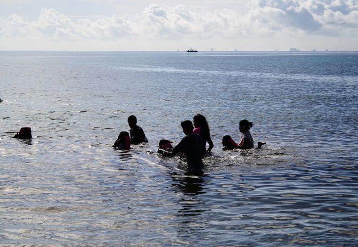 La pureza del agua de las playas de la Riviera Maya está garantizada por la Cofepris. (Octavio Martínez/SIPSE)
