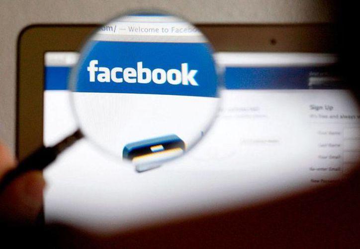 """Según Facebook, las órdenes judiciales contra cuentas de sus usuarios """"equivalen a incautarse de todo en el interior de una vivienda"""". (carloscartovar.com)"""