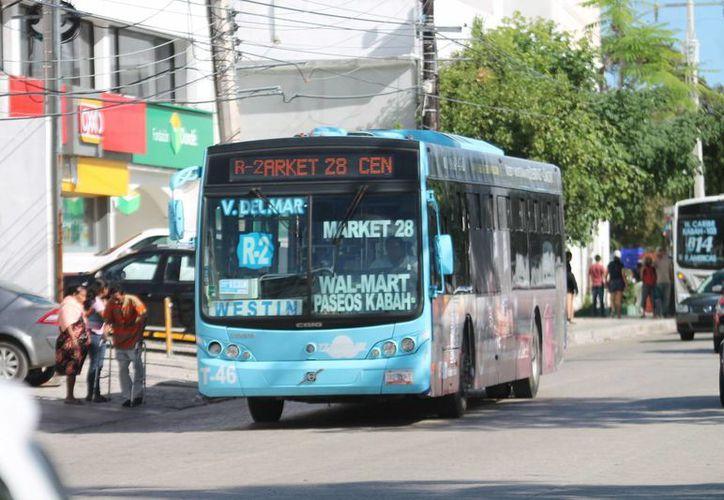 Las empresas de transporte urbano serán convocadas por el Ayuntamiento de Benito Juárez para acordar una tarifa especial. (Redacción/SIPSE)