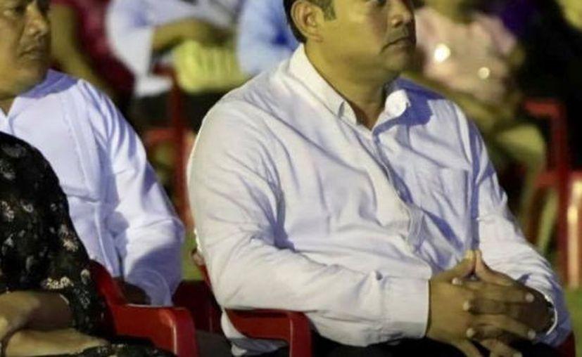 En el caso del alcalde de Izamal, Fermin Sosa Lugo, dio a conocer que desde el día 14 se pagó el aguinaldo al personal del Ayuntamiento. (Foto Facebook)