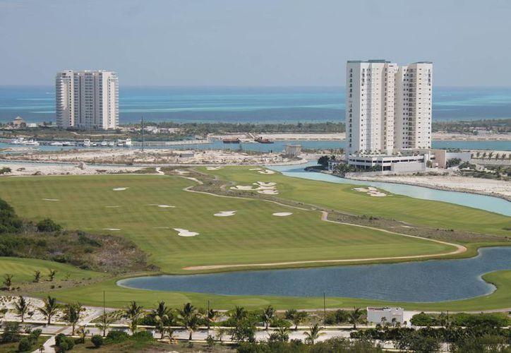 Prevén invertir más de 150 millones de dólares en la edificación. (Israel Leal/SIPSE)
