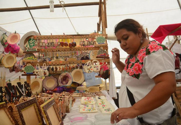En Puerto Morelos se decidió apoyar a los artesanos locales a través de la realización de noches mexicanas, los días miércoles. (Redacción/SIPSE)