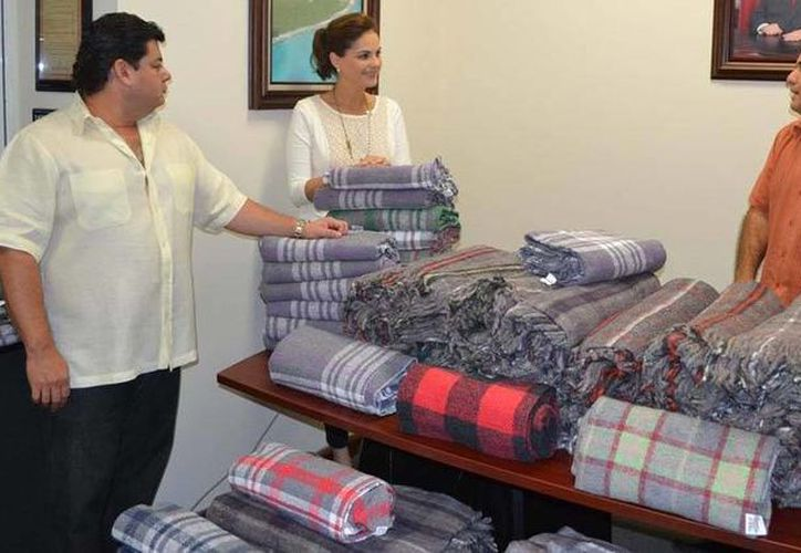 """La Fundación de Parques y Museos de Cozumel Quintana Roo apoyan el programa """"Abrigando Familias con amor"""". (Gustavo Villegas/SIPSE)"""