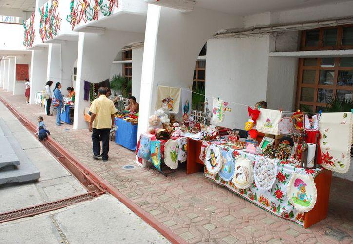 Este año las personas podrán vender sus artículos navideños en el parque Las Palapas y Plaza de la Reforma, donde se instalará una pista de hielo. (Tomás Álvarez/SIPSE)