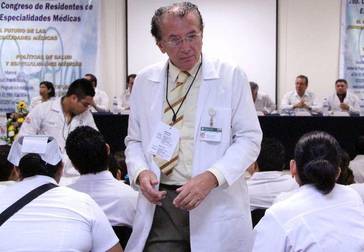 Médicos, nutriólogos, enfermeras, trabajadores sociales y público en general están invitados a asisitir a la cumbre. (Milenio Novedades)