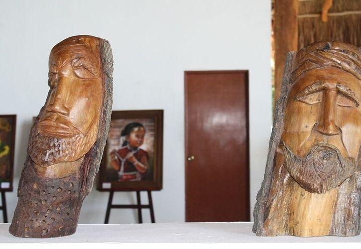 En esta semana se está exhibiendo al público una galería de fotos y obras del escultor Daniel Portillo.(Francisco Sansores/SIPSE)