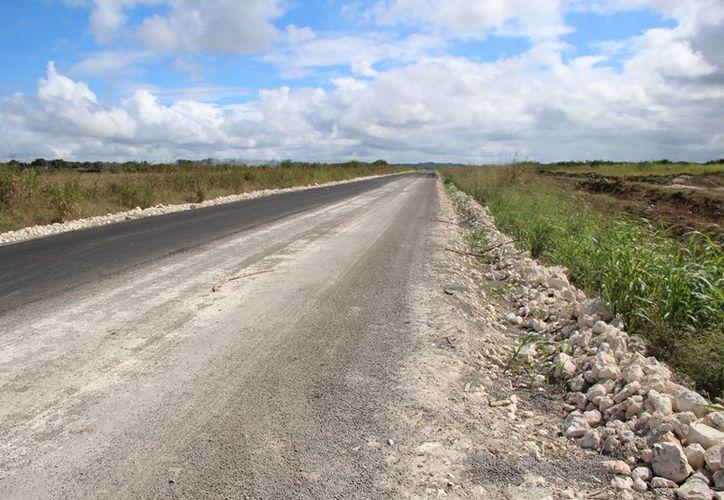 Los caminos saca cosechas son importantes porque sirven para trasladar productos agrícolas sin demora. (Carlos Castillo/SIPSE)