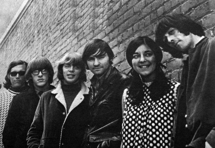 Signe Toly Anderson (segunda desde la derecha), vocalista del grupo Airplane, falleció a los 74 años. (forbes,com)