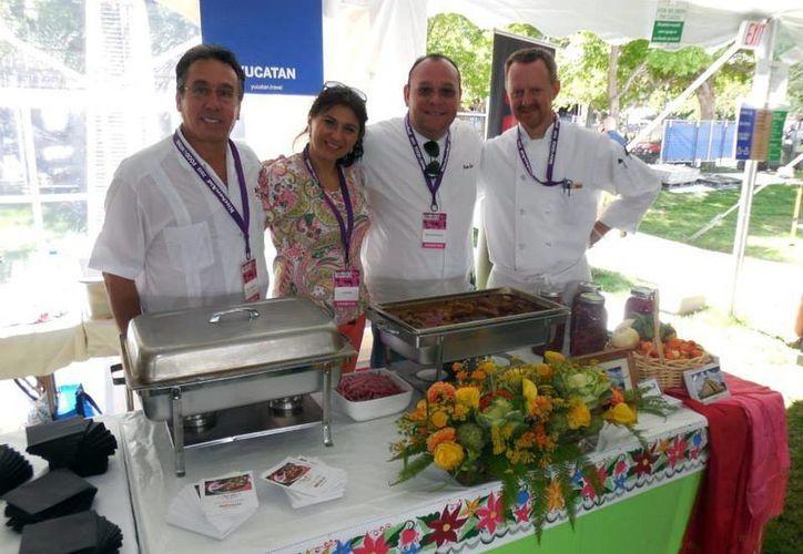 Durante la muestra se sirvieron más de seis mil tacos de cochinita pibil en el stand de Yucatán. (SIPSE)
