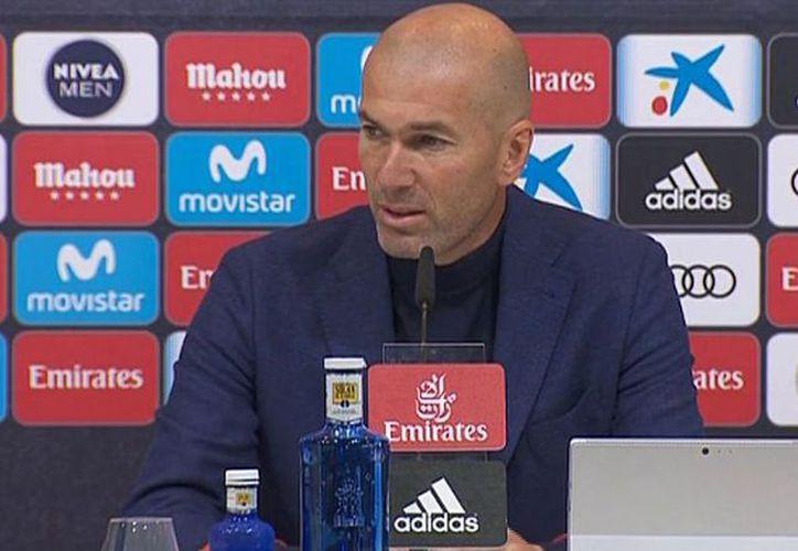 Zinedine Zidane hizo tricampeón de Europa al Real Madrid. (Internet)