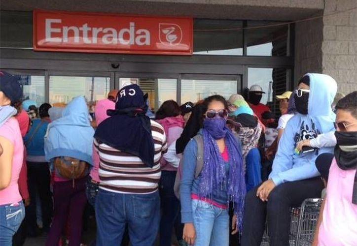 Reportes de redes sociales indican que los encapuchados tomaron supermercados en Chilpancingo, Guerrero. (excelsior.com)