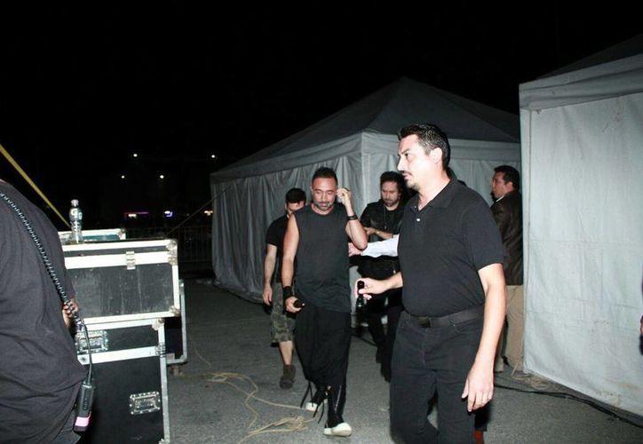 Camila fue el primer grupo en subir al escenario. (Jorge Acosta/ SIPSE)
