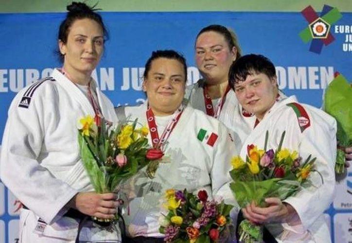 La judoca mexicana Vanessa Zambotti (segunda a la izquierda) consiguió la medalla de oro este domingo en el Abierto Europeo Varsovia. (Twitter: Clarosports)