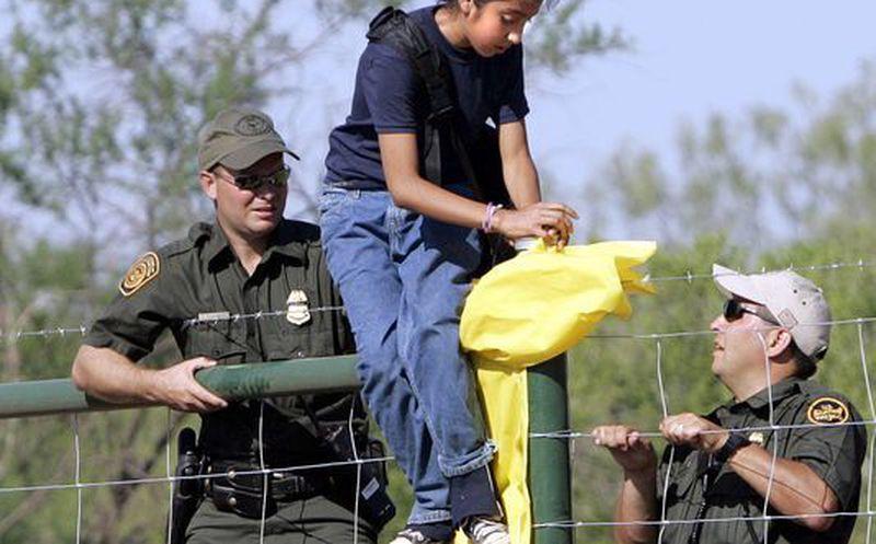 Guatemalteca demanda a gobierno de Trump por separarla de su hijo