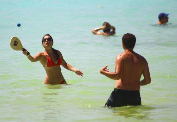 Las atracciones en la isla son variadas, la principal son sus aguas claras. (Gonzalo Zapata/SIPSE)