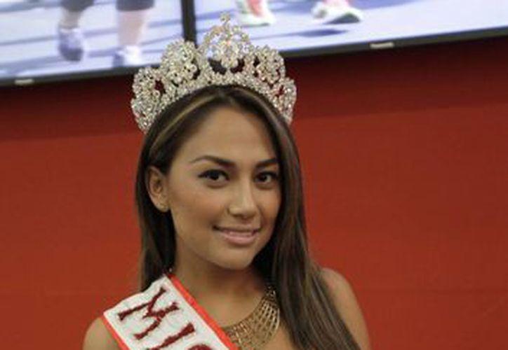 La Miss México 2014, Mirelle Flores, señala que el Tianguis es un éxito total por el liderazgo y poder de convocatoria. (Cortesía/SIPSE)
