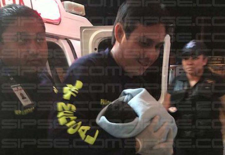 Un bebé recién nacido fue rescatado la noche de ayer tras ser abandonado en una calle de la Supermanzana 104 de Cancún. (Rubén Cruz/SIPSE)