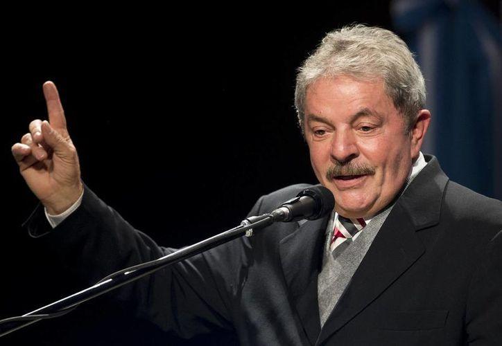 Lula dirige un mensaje durante la inauguración de la Universidad Metropolitana para la Educación y el Trabajo, el pasado jueves, en Argentina. (AP)