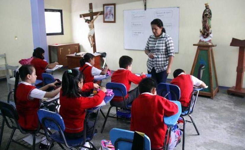 En algunos casos hay padres de familia que han acondicionado espacios para dar clases a los niños. (Notimex/Foto de archivo)