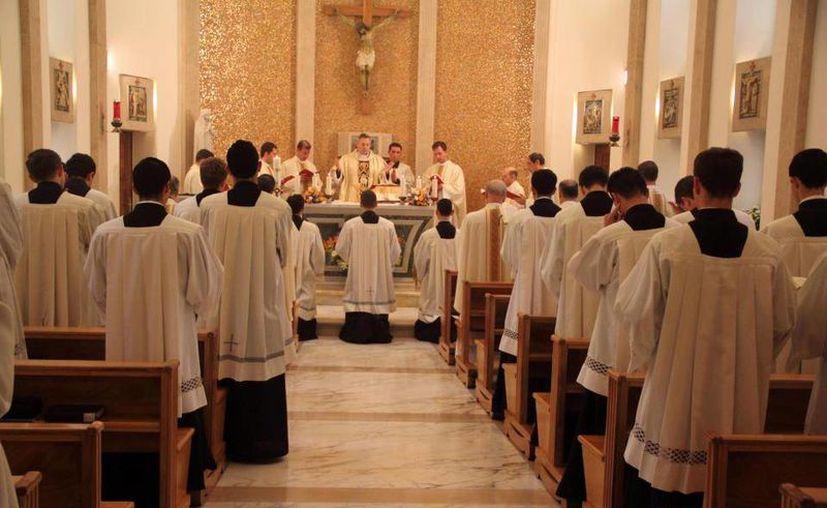 Imagen de la concelebración eucarística en la Sede de la Dirección General de la Legión y el Regnum Christi. (facebook.com/YoQuieroSerLegionario)