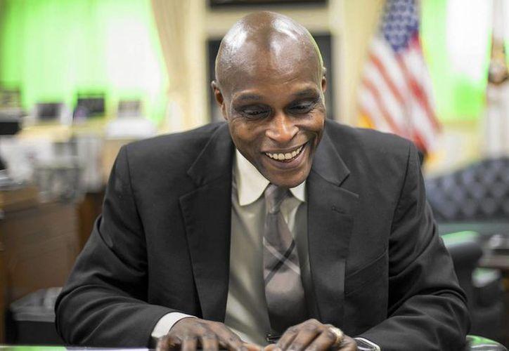 Ron Lewis rechaza cada una de las acusaciones que han presentado en su contra. (chicagotribune.com)