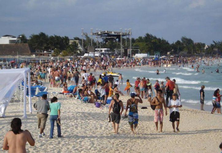 Panorama era multicolor y cosmopolita ha despertado el interés de turismo. (Alida Martínez/SIPSE)