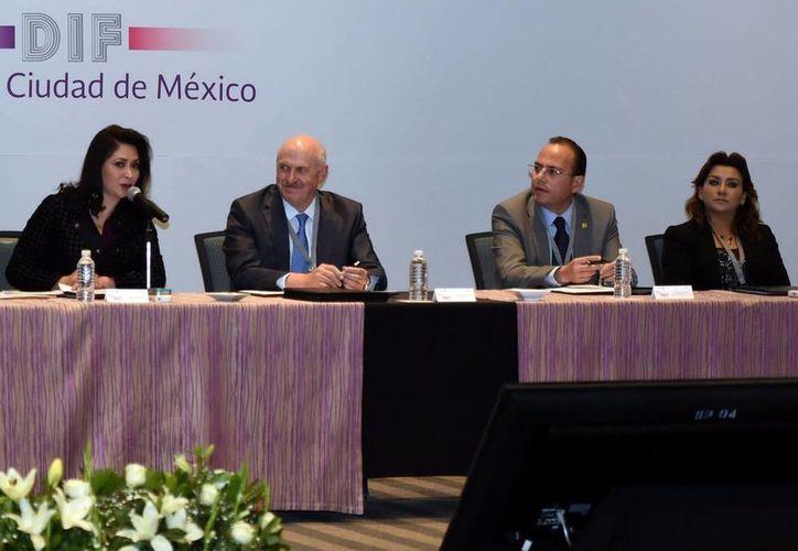 La presidenta del DIF Yucatán, Sara Blancarte de Zapata, asistió a la tercera Reunión Nacional de Titulares. (Milenio Novedades)