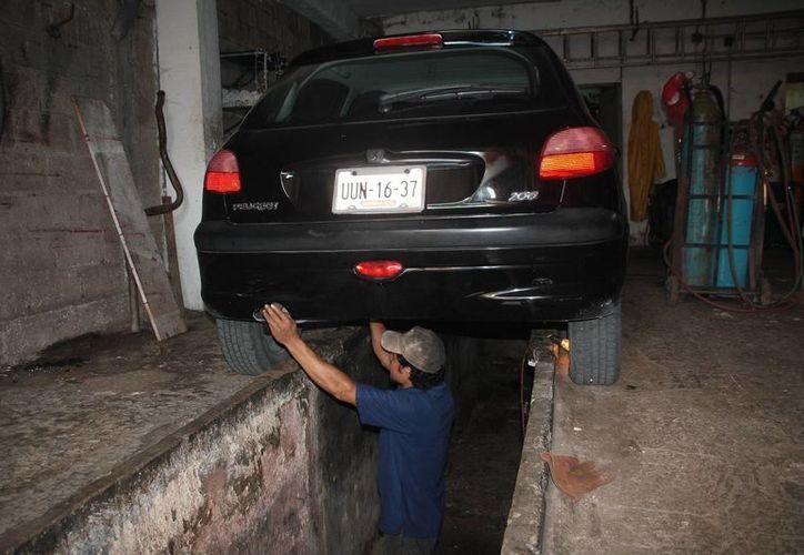 Buscan prevenir los niveles de contaminación con los centros de verificación vehicular. (Julián  Miranda/SIPSE)