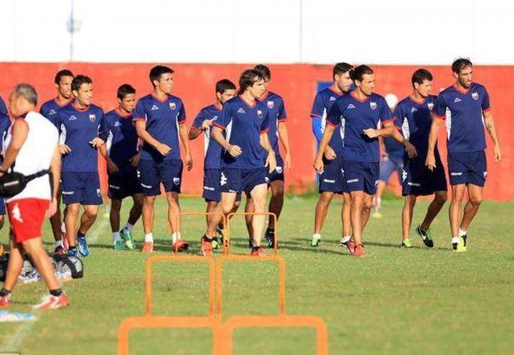 El partido iniciará mañana a las 19 horas en el estadio Andés Quintana Roo. (Raúl Caballero/SIPSE)