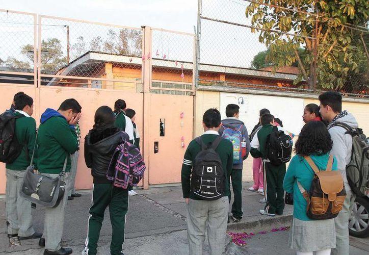 Tras la muerte de un menor golpeado en la cabeza en una secundaria de Tamaulipas, el procurador estatal dijo que la omisión de la maestra 'fue muy lamentable y provocó que el niño sufriera una lesión que le causó la muerte'. (Notimex/Foto de contexto)