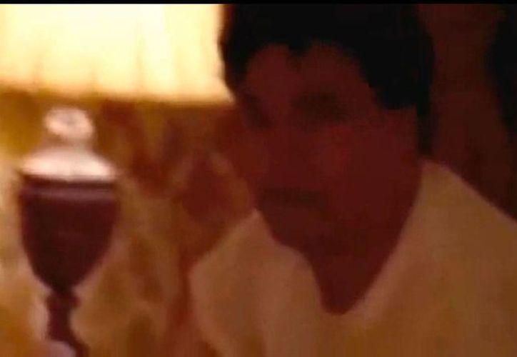 Juan Gabriel sorprende a sus fans con un video íntimo en el que aparece con un hombre. (Captura de pantalla del video)
