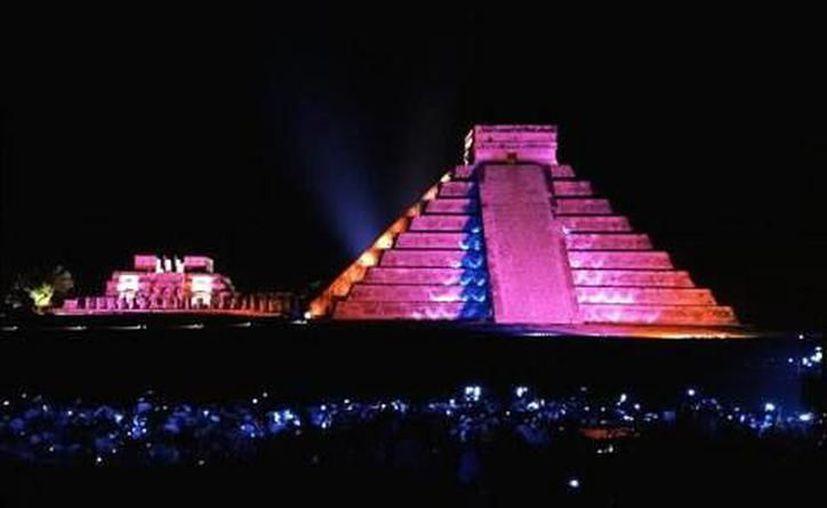 """Recientemente en la propia pirámide de """"El Castillo"""" se encontró otra pirámide de menor tamaño dentro de su estructura con una tomografía de resistividad magnética,. (Archivo/SIPSE)"""