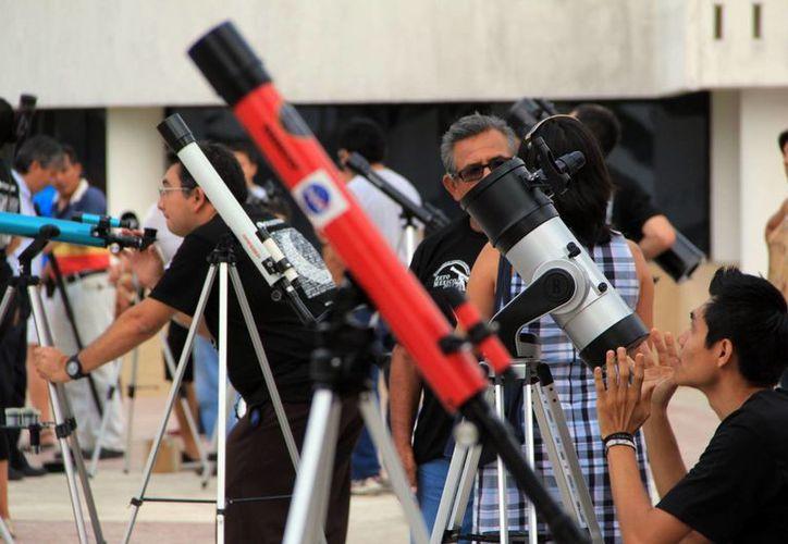 Los telescopios ya estaban enfocados hacia el cielo. (Milenio Novedades)