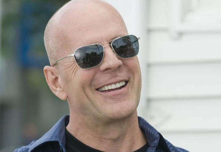 Un hombre de gran parecido con el famoso actor estadounidense Bruce Willis, desató 'alboroto' en centro comercial. (Contexto/Internet)