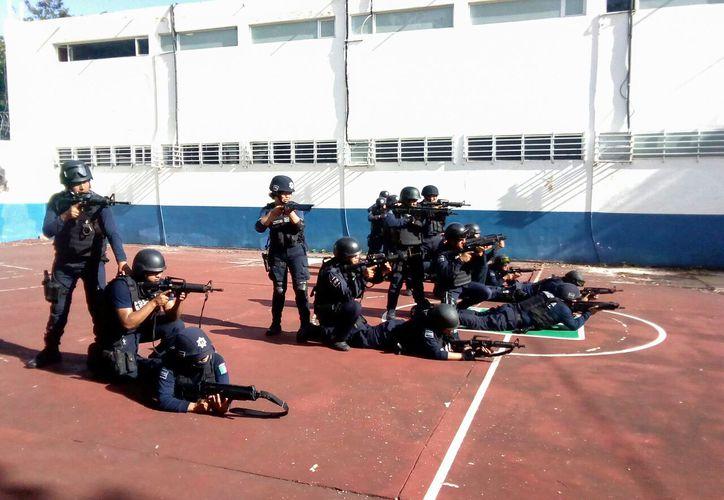 El curso tuvo una duración de 40 horas y proporcionó a 34 policías conocimientos teóricos y prácticos. (Redacción/ SIPSE)