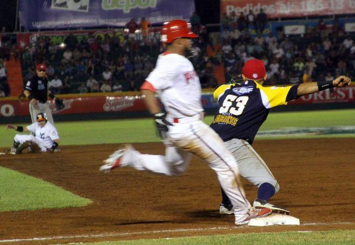 La Zona Sur se agenció con victoria de 7x6 sobre la Zona Norte en el Juego de Estrellas disputado anoche en el parque Kukulcán Álamo. (SIPSE)
